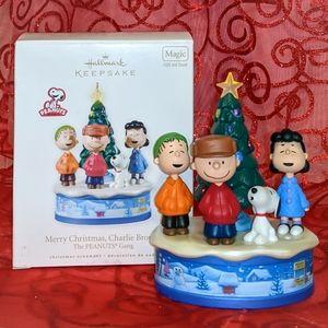 HALLMARK Keepsake Ornament - Charlie Brown